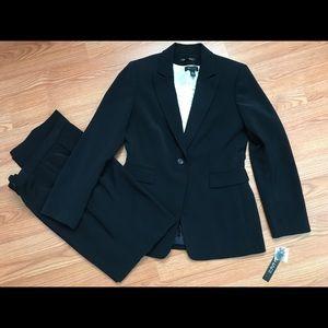 Tahari Suit NWT Size 8